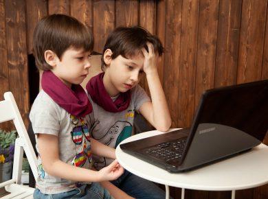 kinderen opletten internet